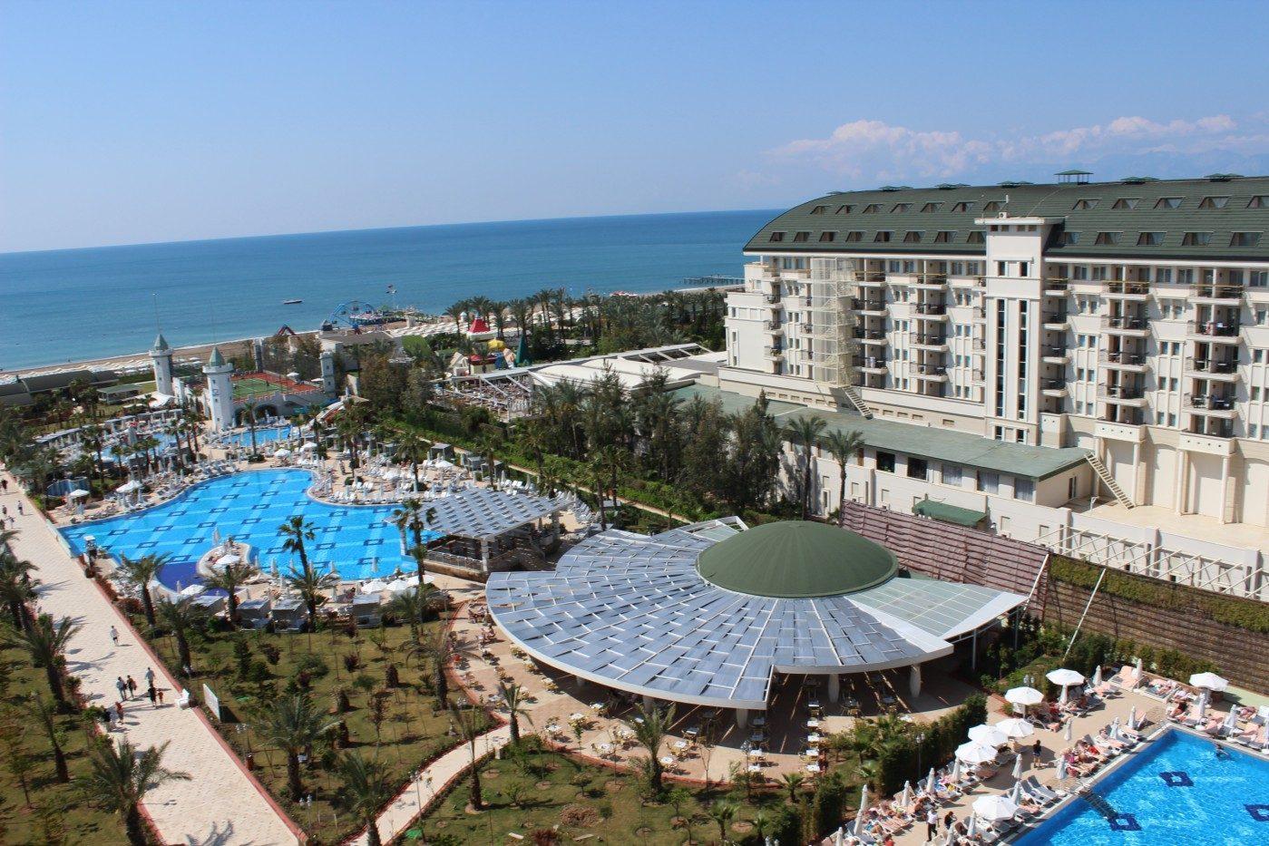 территория отеля Delphin Imperial Lara