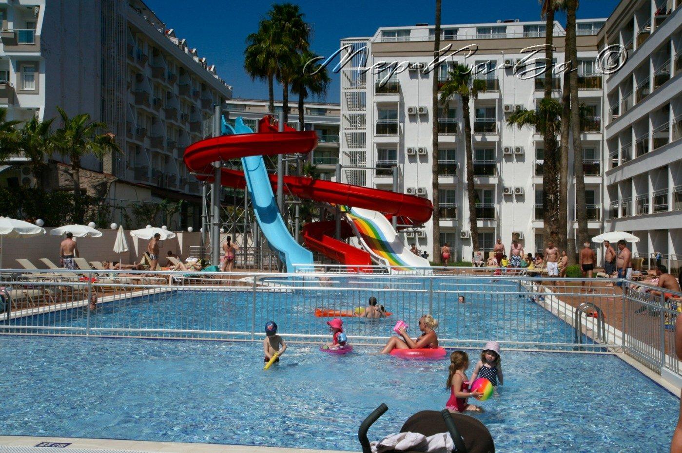 бассейн отеля Ideal Prime Beach