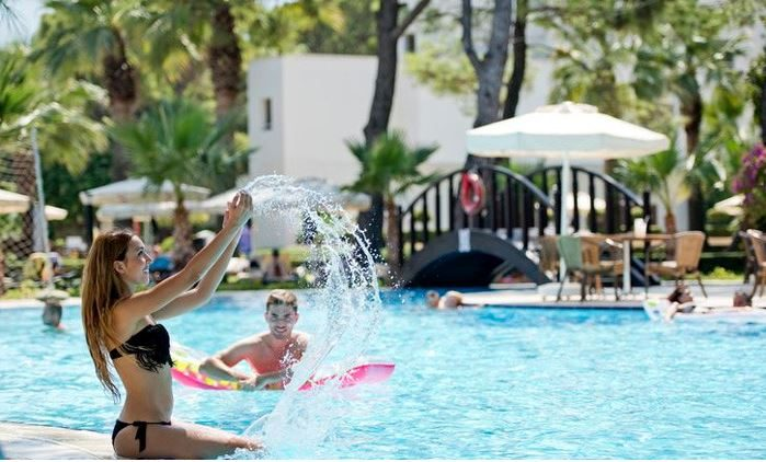 бассейн отеля Otium Life