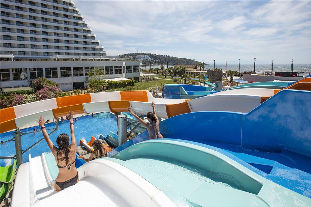 водные горки отеля Рalm wings Ephesus Beach Resort
