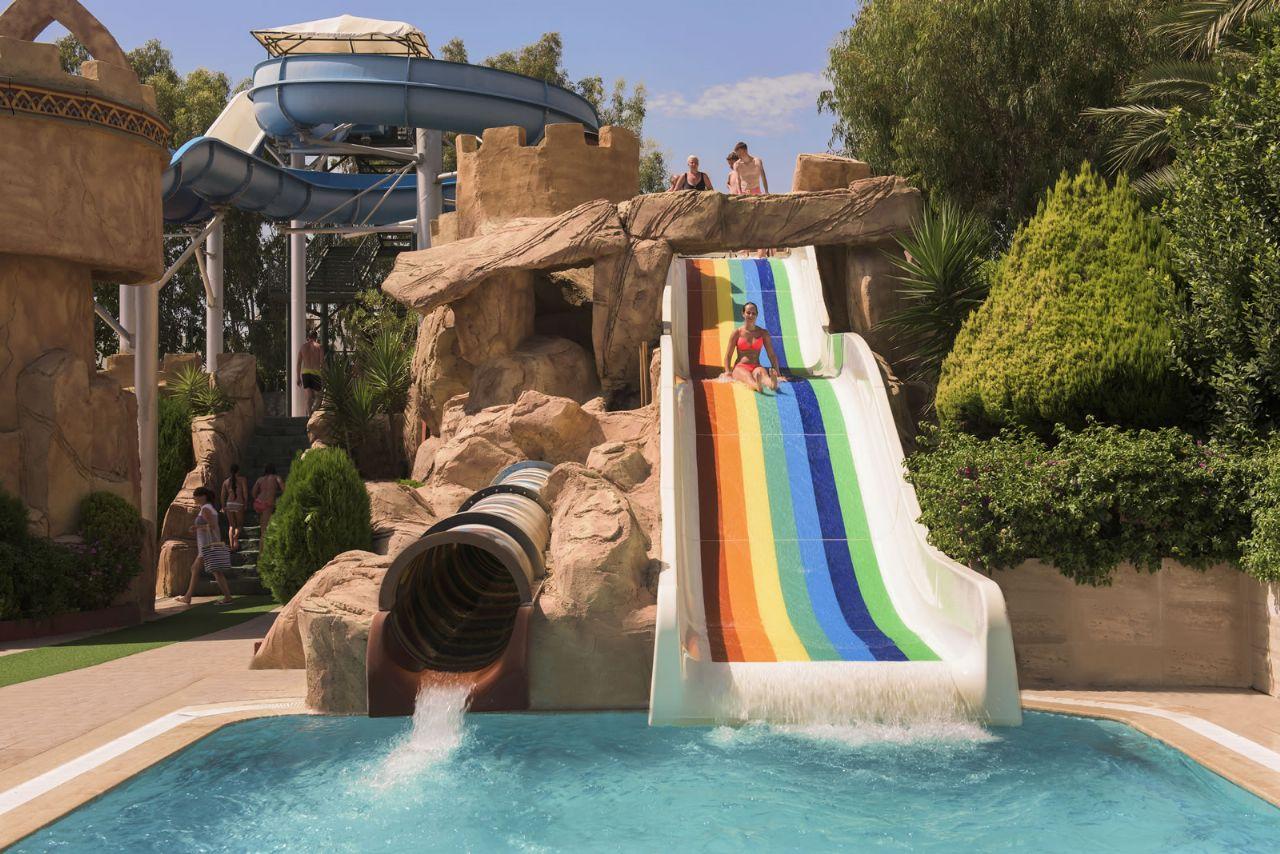 водные горки отеля Delphin Deluxe Resort