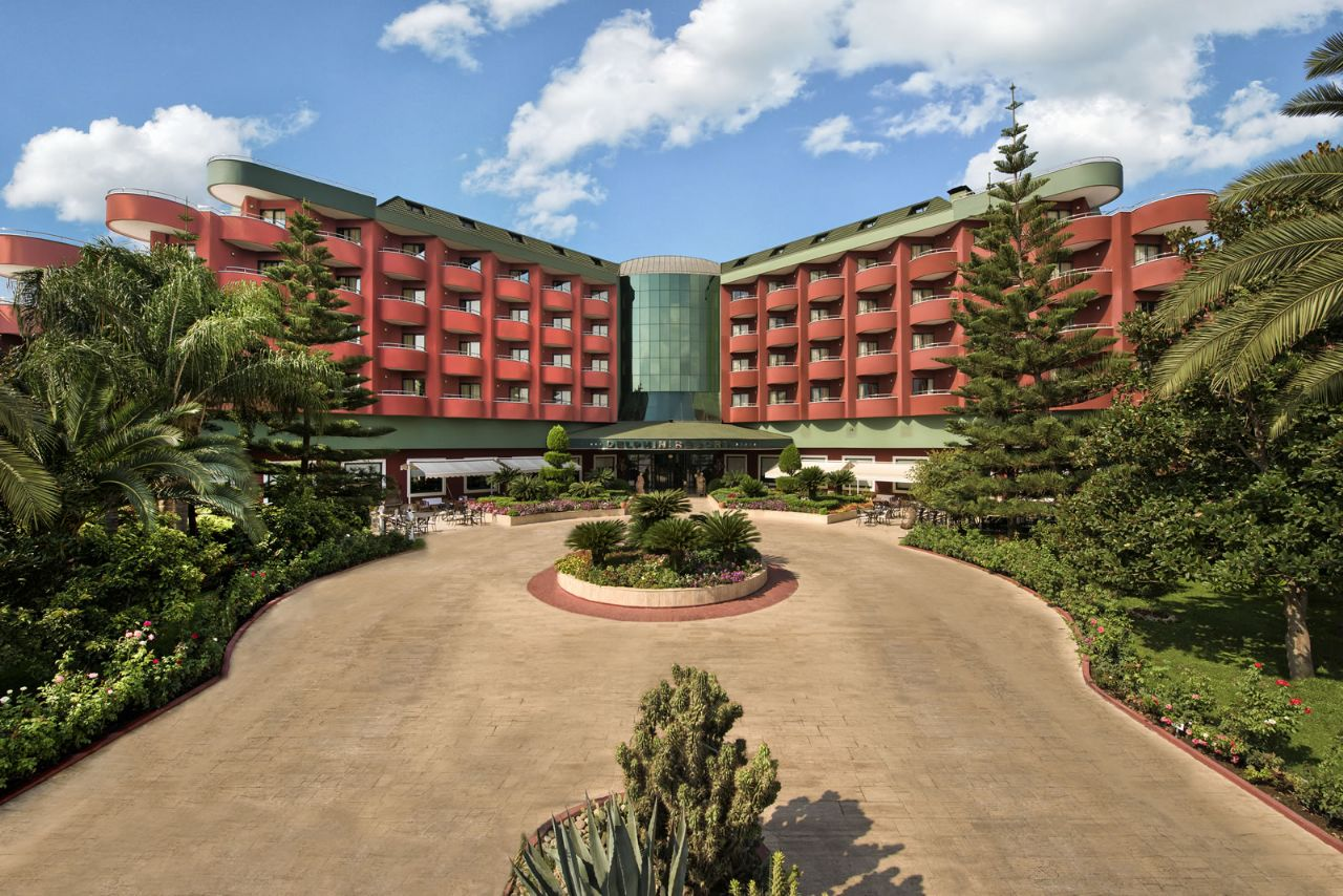 территория отеля Delphin Deluxe Resort