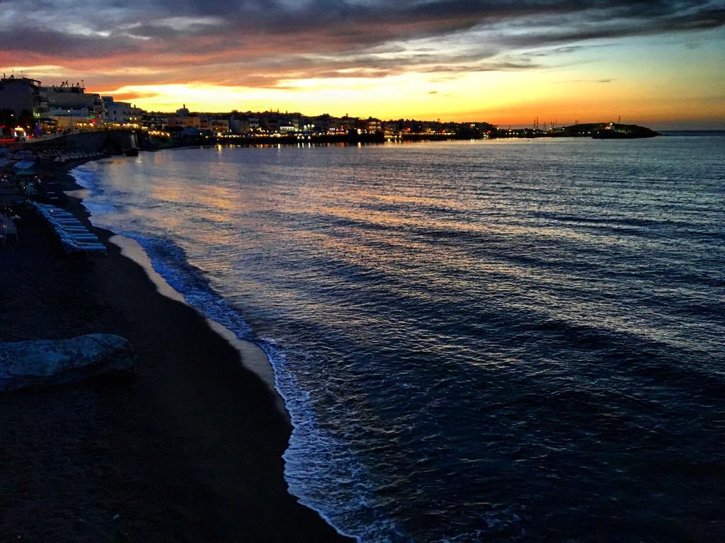 пляж отеля Evelyn Beach Hotel
