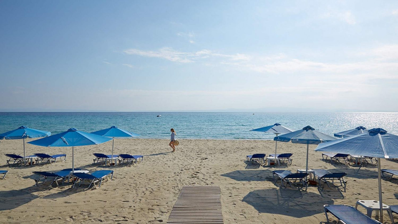 пляж отеля Aegean Melathron Thalasso Spa Hotel