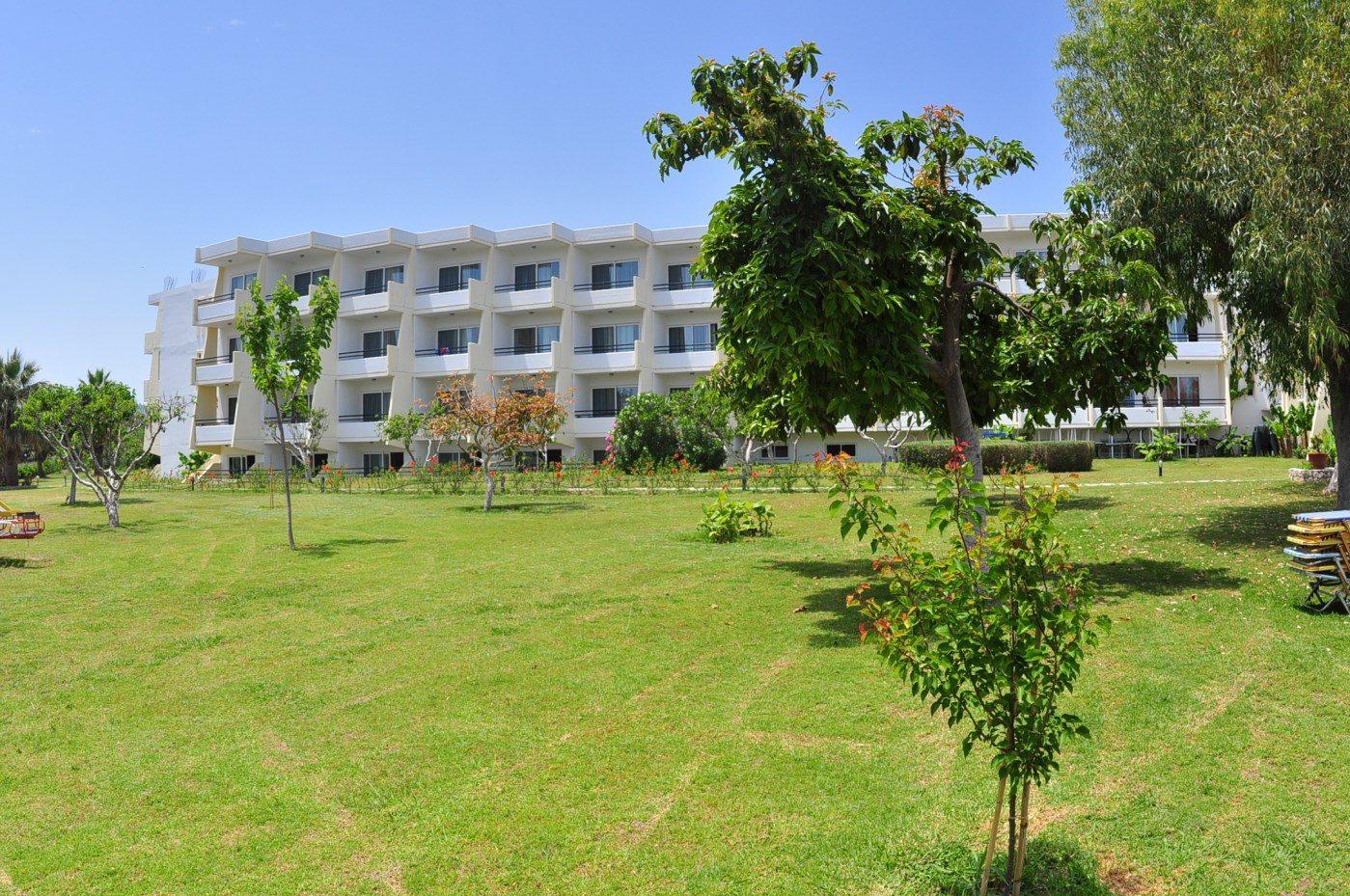 территория отеля Afandou Bay Resort Suites