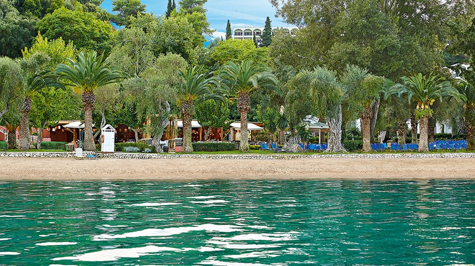 пляж отеля Grecotel Daphnila Bay Thalasso