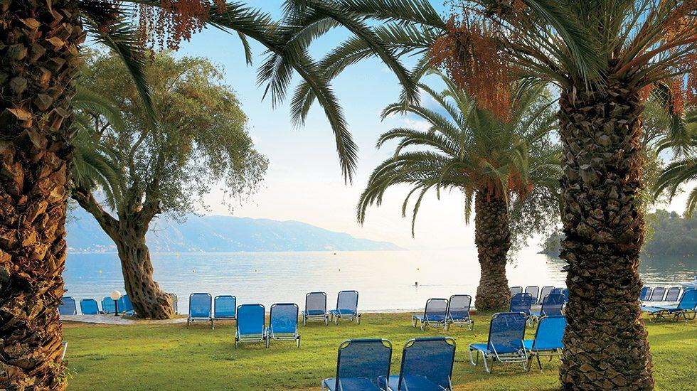 территория отеля Grecotel Daphnila Bay Thalasso