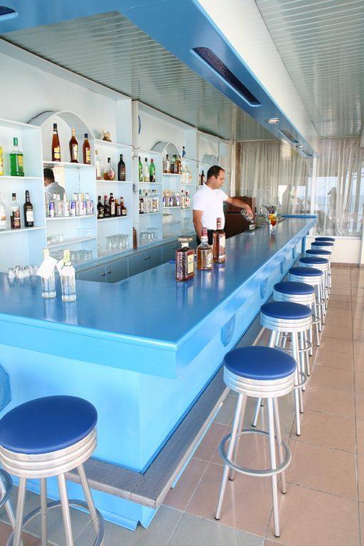 бар отеля Evelyn Beach Hotel