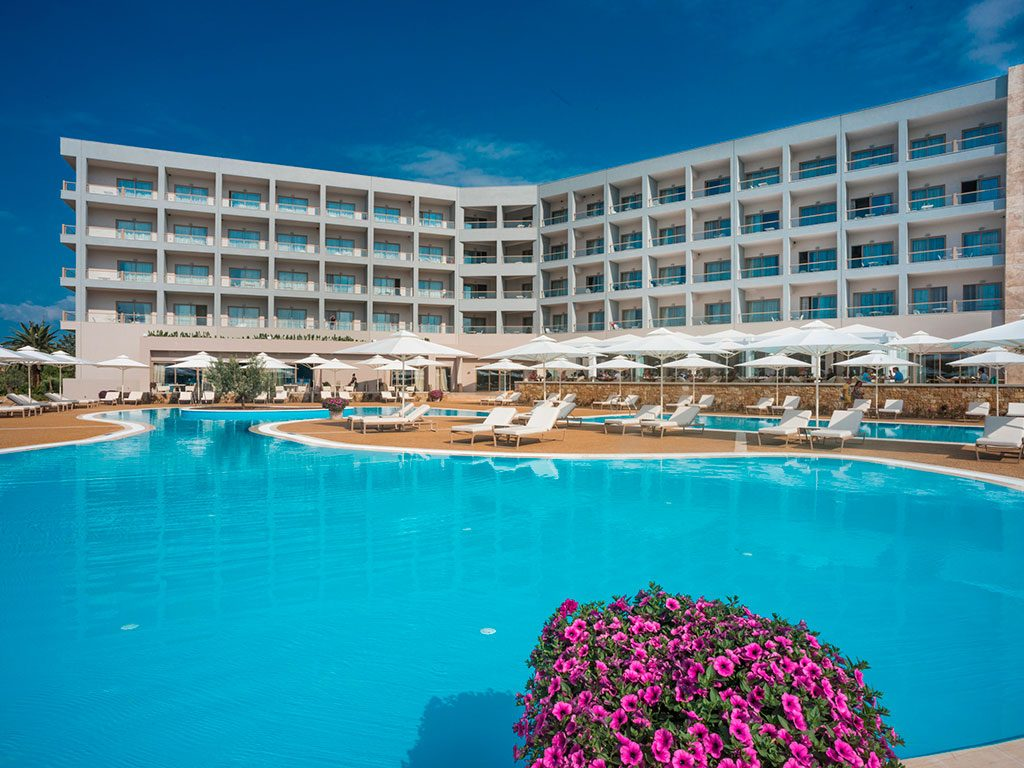 бассейн отеля Ikos Olivia