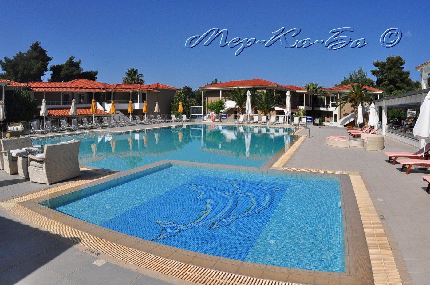 бассейн отеля Lagomandra Beach