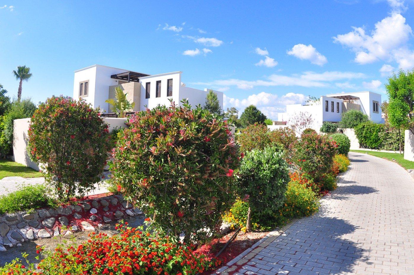 территория отеля Lindian Village