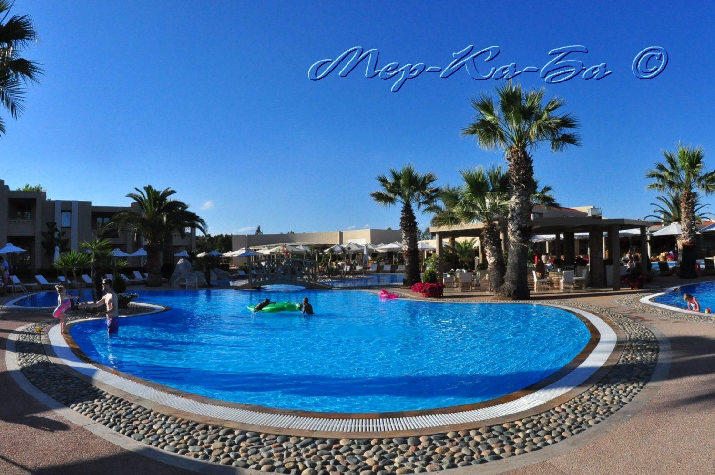 бассейн отеля Porto Sani