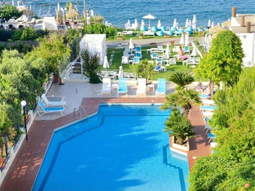 бассейн отеля Golden Beach