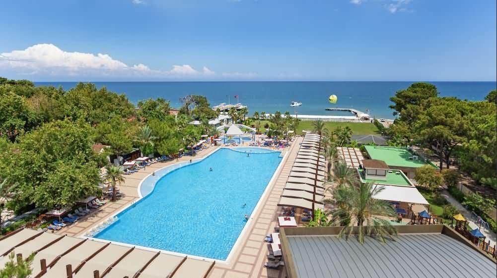бассейнотеля Avantgarde Hotel & Resort