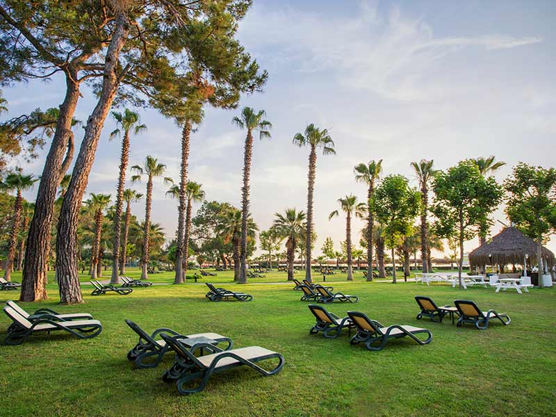 территория отеля Paloma Renaissance Antalya Beach Resorts & Spa