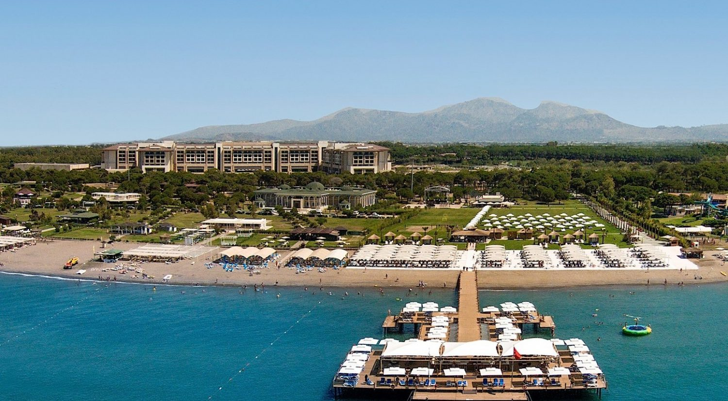 пляж отеля Regnum Carya Golf Resort & Spa