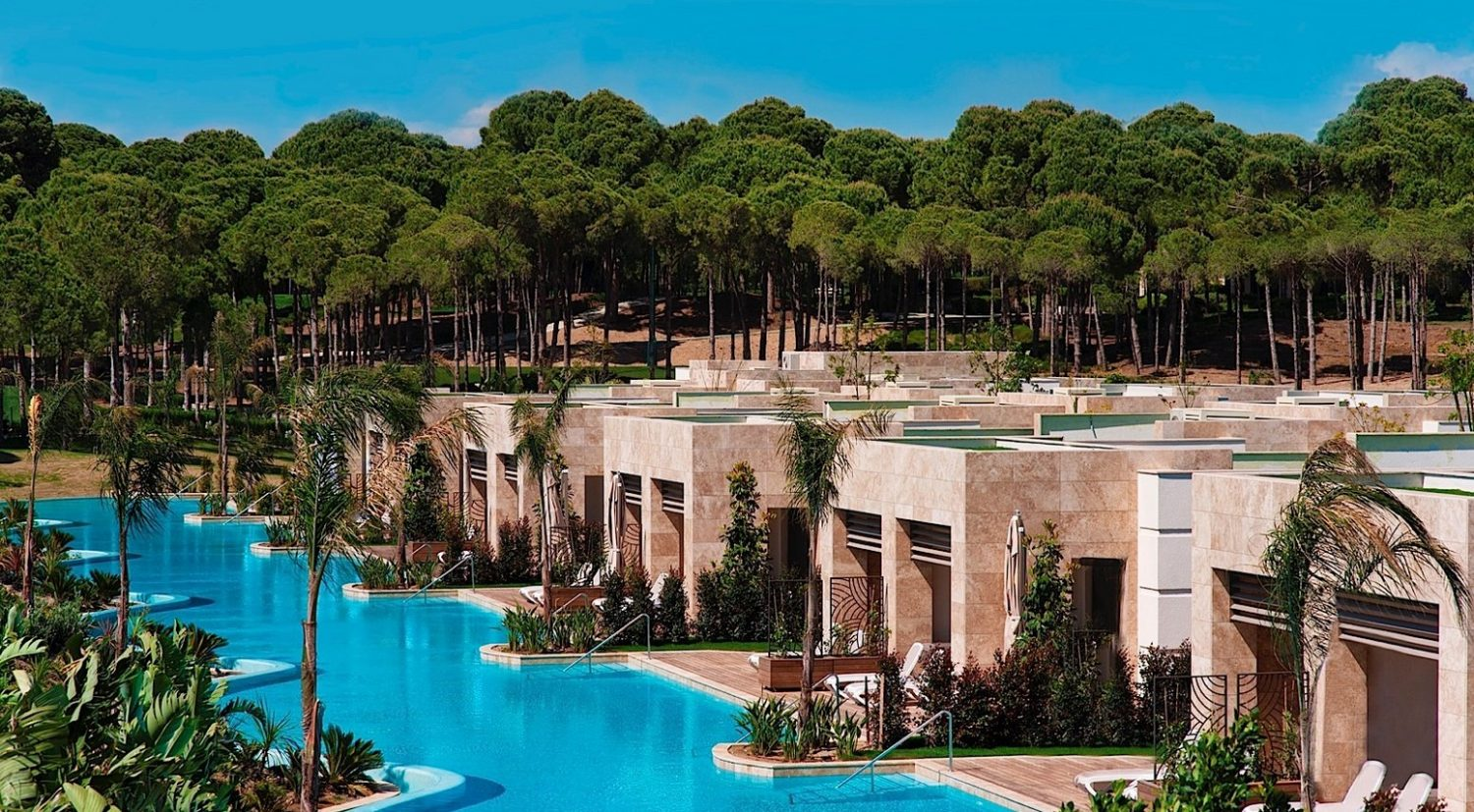 корпуса отеля Regnum Carya Golf Resort & Spa