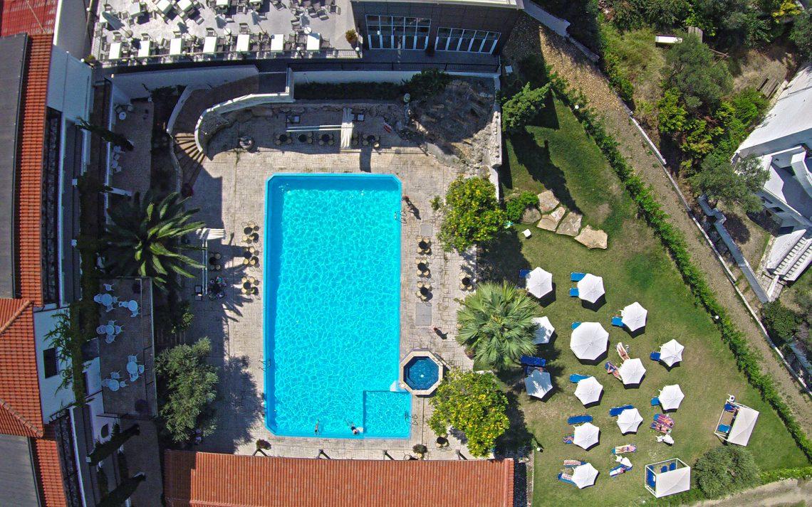 территория отеля Kriopigi Beach