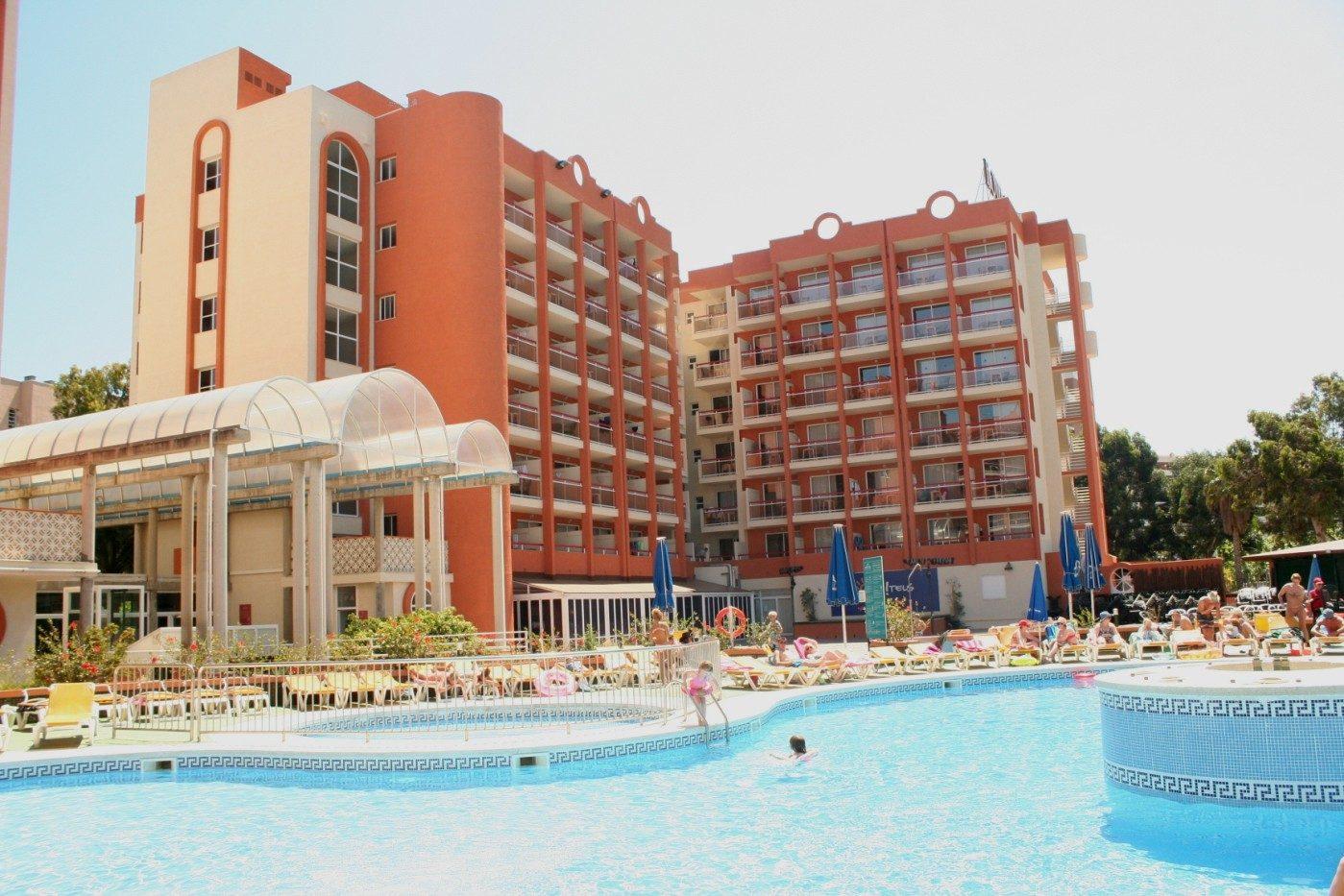 территория отеля Belvedere