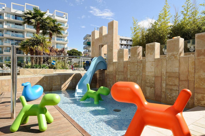 детские водные горки отеля Blaumar Salou