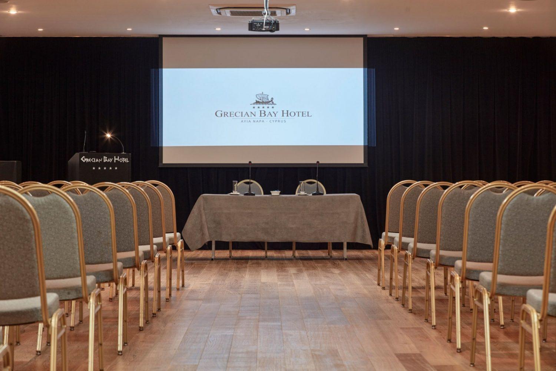 зал для конференций отеля Grecian Bay Hotel