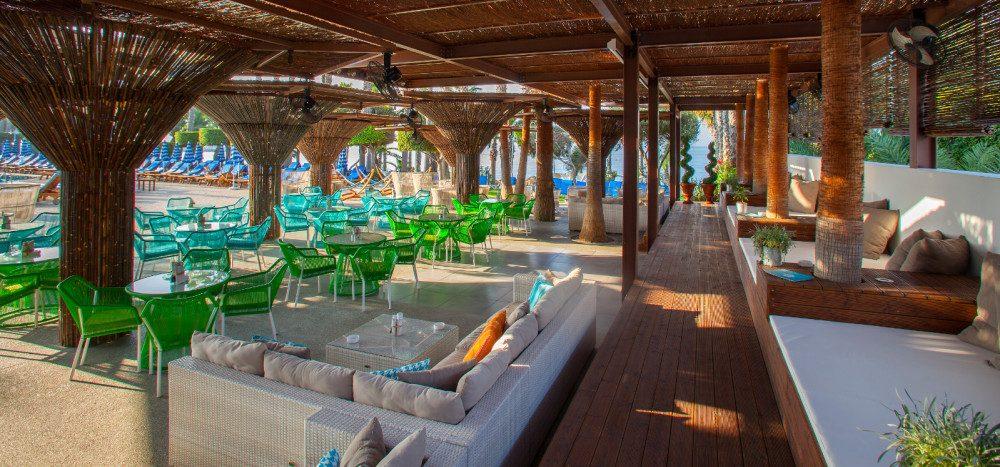 территория отеля Grand Resort Limassol