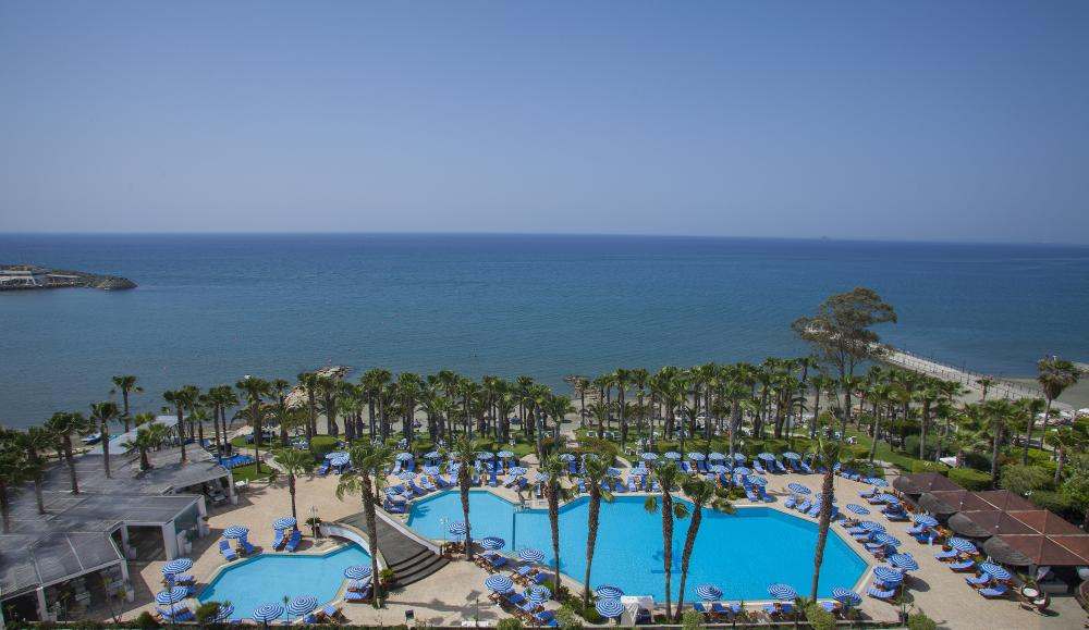 бассейнотеля Grand Resort Limassol