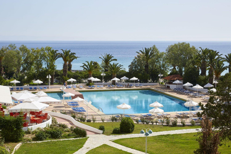 бассейн отеля Pallini Beach