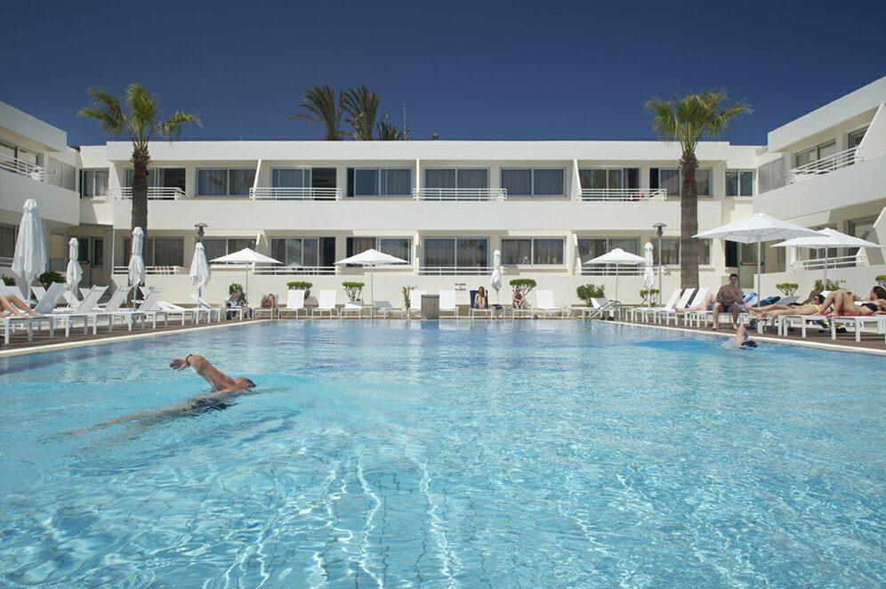 бассейн отеля Melpo Antia