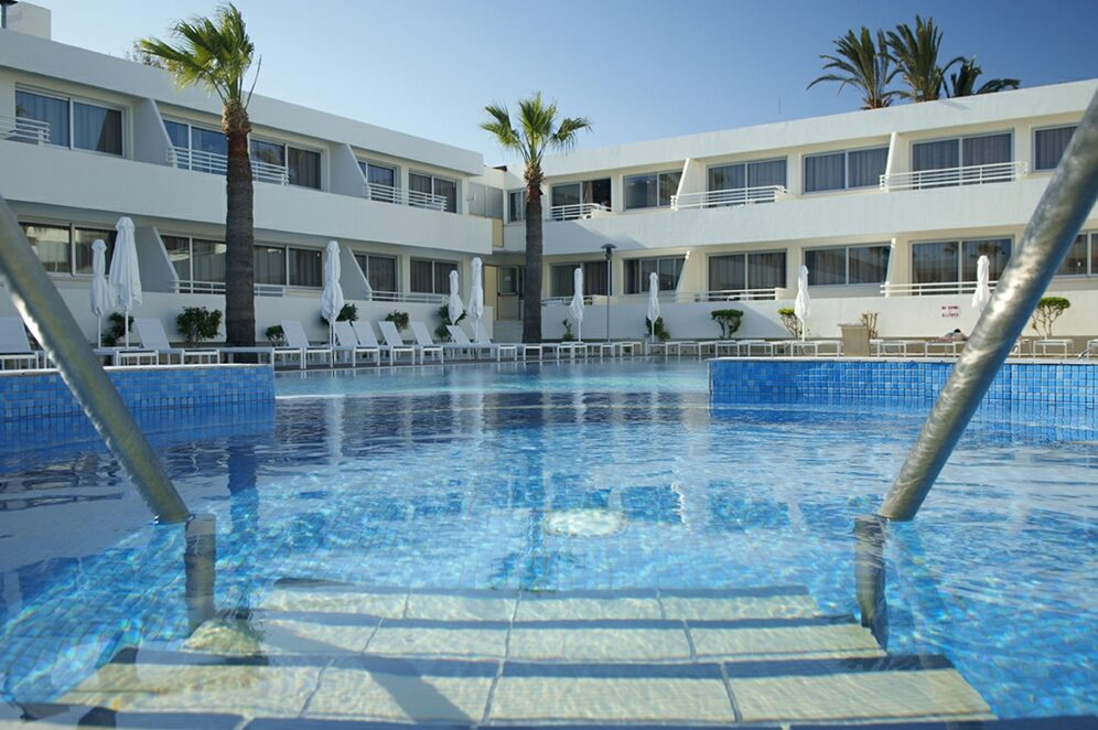 территория отеля Melpo Antia