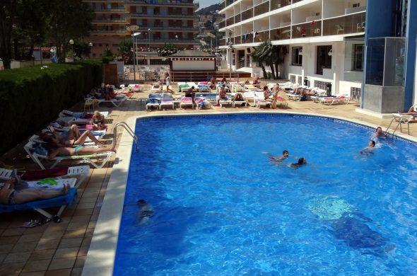бассейн отеля Riviera