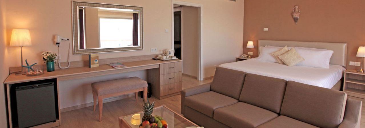 номер отеля Poseidonia Beach Limassol