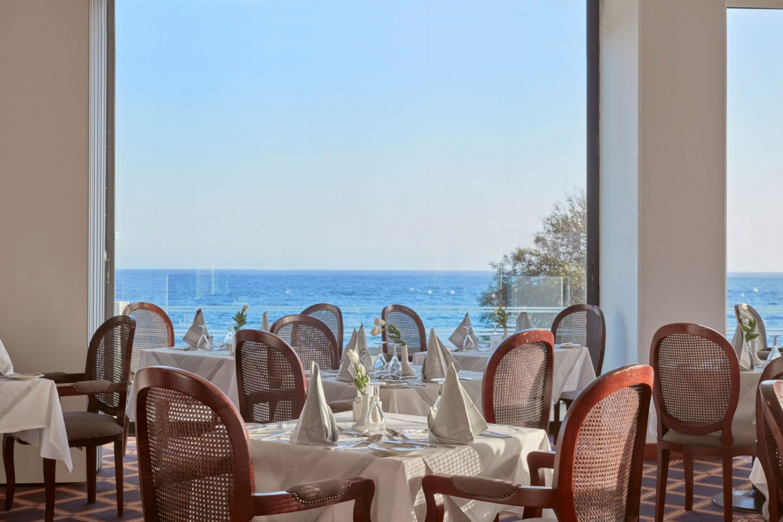 ресторан отеля Grecian Bay Hotel