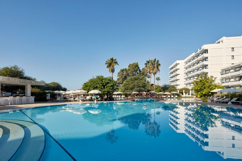 бассейн отеля Grecian Bay Hotel