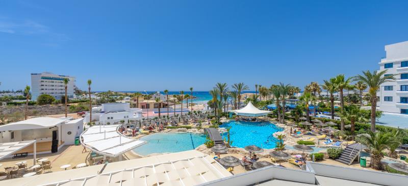 территория отеля Tasia Maris Oasis