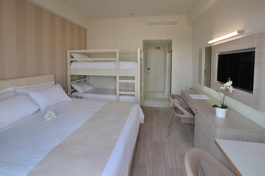 номер отеля Nestor Hotel