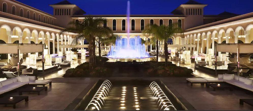 территория отеля Gran Melia Palacio De Isora