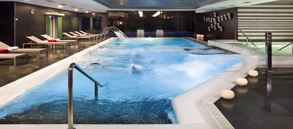 бассейн отеля Gran Melia Palacio De Isora