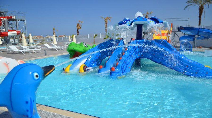детский бассейн отеля King Evelthon Beach Hotel & Resort