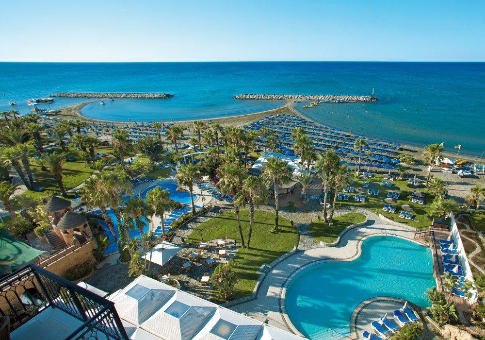 территория отеля Lordos Beach
