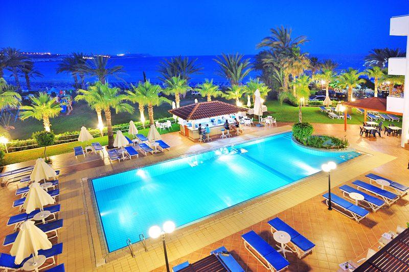 территория отеля Okeanos Beach