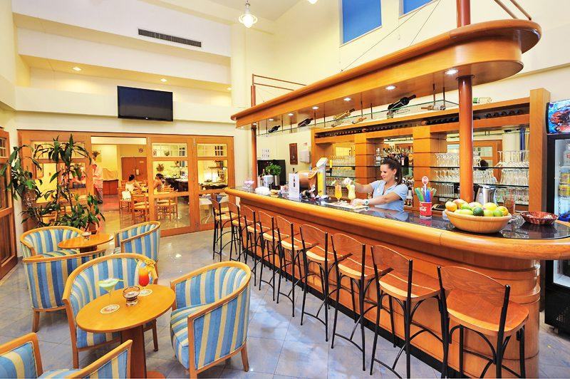 бар отеля Okeanos Beach