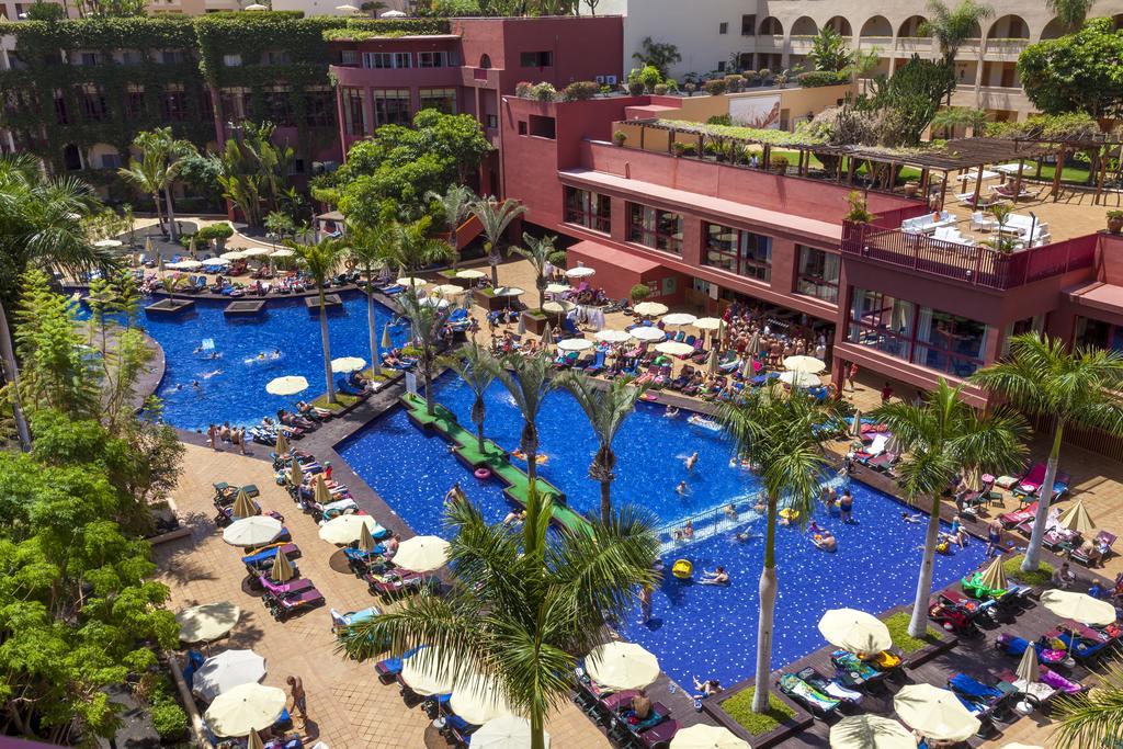 территория отеля Jacaranda Hotel