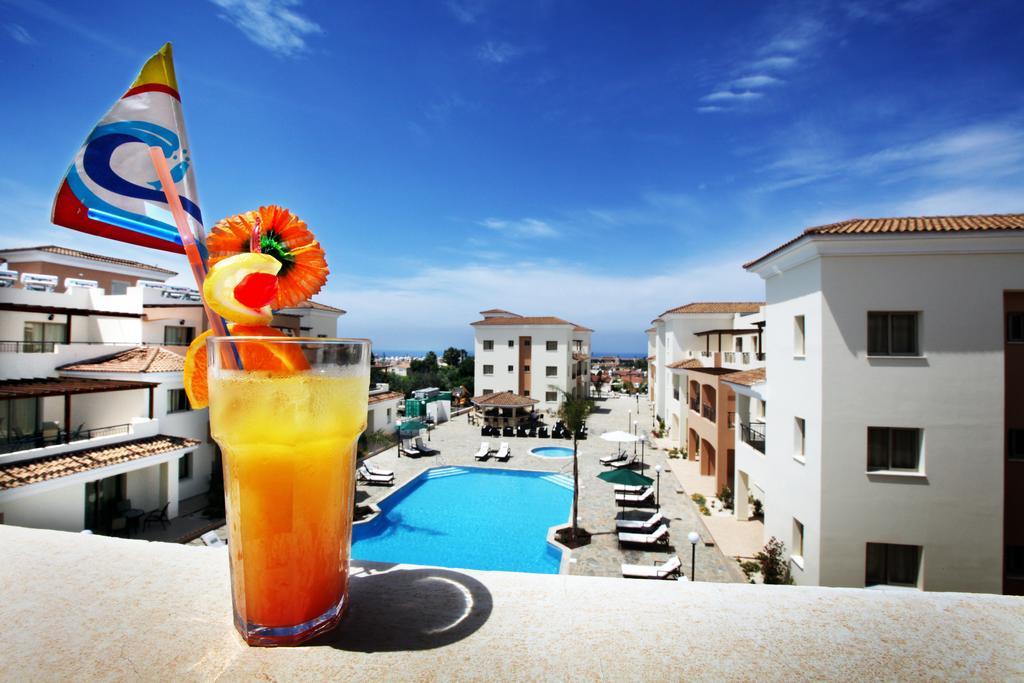 территория отеля Oracle Exclusive Resort