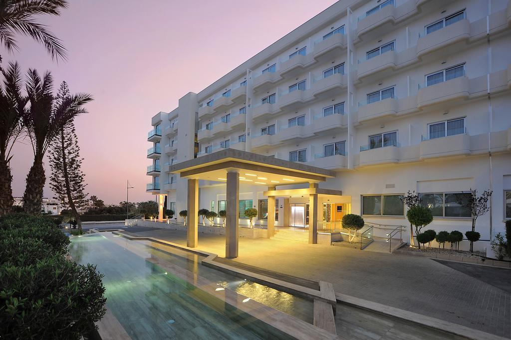 корпус отеля Nestor Hotel