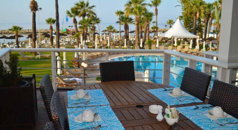 территория отеля The Golden Bay Hotel