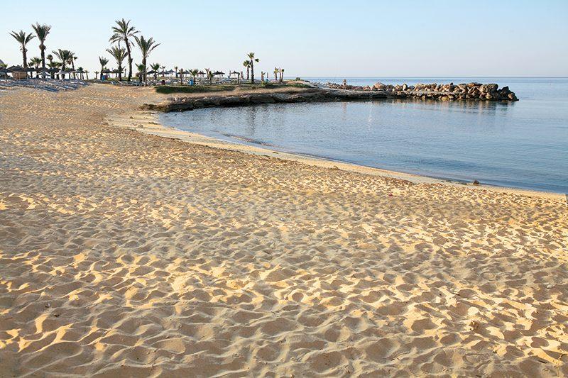 пляж отеля Adams Beach