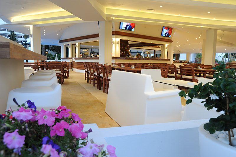 лобби бар отеля Adams Beach