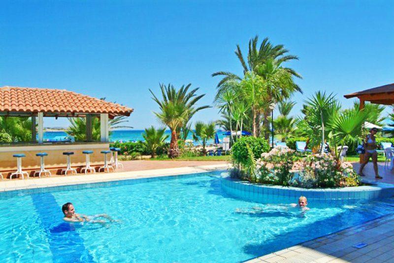 бассейн отеля Okeanos Beach