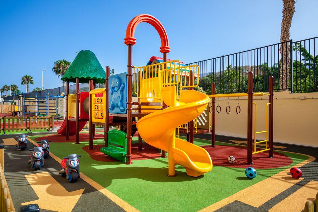 детская площадка отеля Isabel Aparthotel